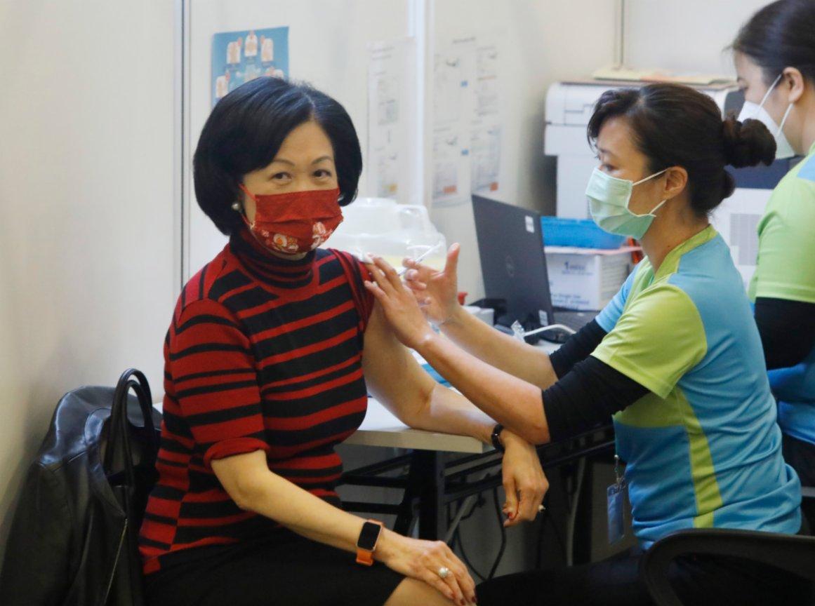 葉劉親試溝針抗體遠超標準 籲為高危人士打第三針